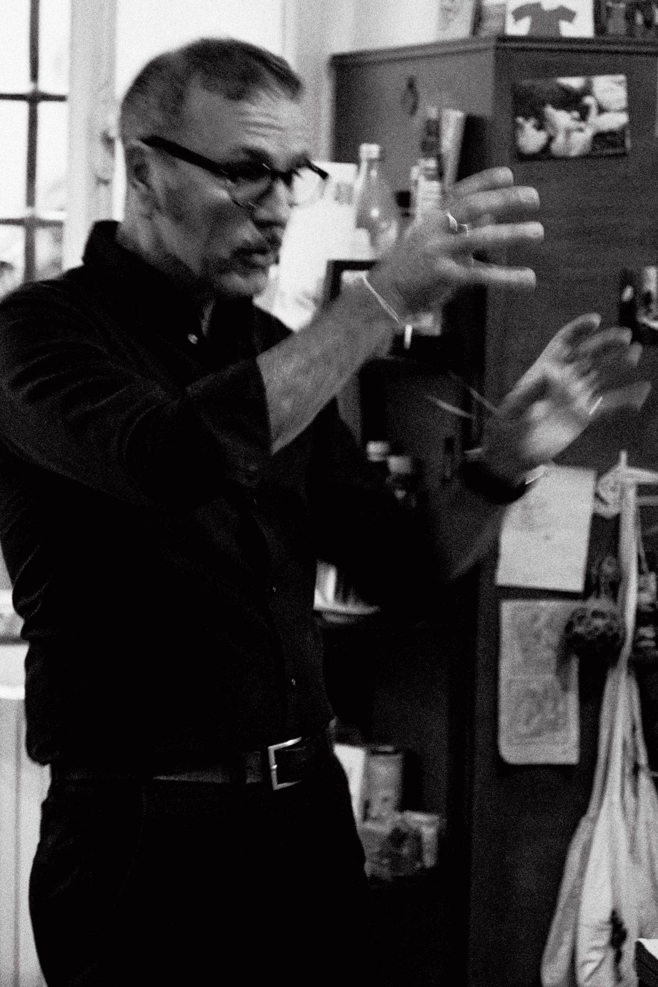 Giampaolo Tomassetti parla con le mani